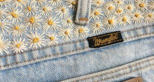 Vintage Wrangler Jeans with hand embroidered daisies • Hippie • Boho • Embroidery • Denim • 80's • 70's Style • Floral • Flower Power • Cute