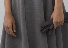 Edles und schlichtes graues Kleid für den abendlichen Ausflug. - Printer1