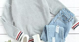 Graues, gestreiftes Sweatshirt mit Kontraststreifen #gestreiftes #Grau ... #ges...