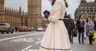 """Unterwegs auf Londons Straßen im Retro-Kleid """"Grace"""" von BlackButterfly"""